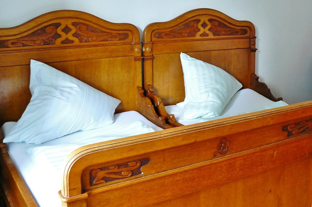 מיטה מחולקת
